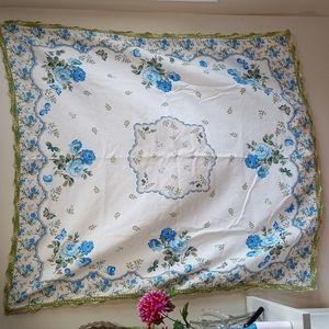 Cottagecore 100% Cotton Blue Rose Table Cloth